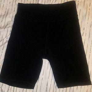 XL Black Daisy Fuentes athletic shorts